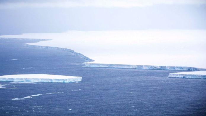 World's largest iceberg melts away
