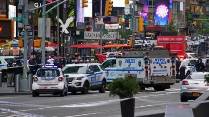 USA - Shooting at Times Square leaves 3 injured