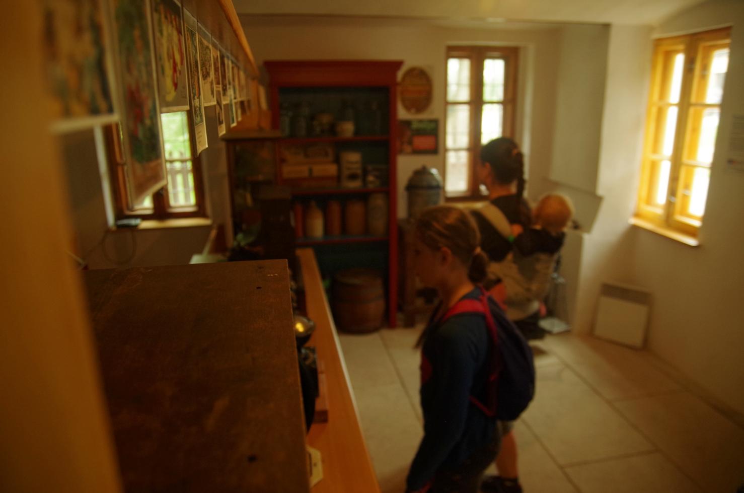 Czeski zakątek - Pstrążna - skansen - zakuty w sklepie kolonialnym