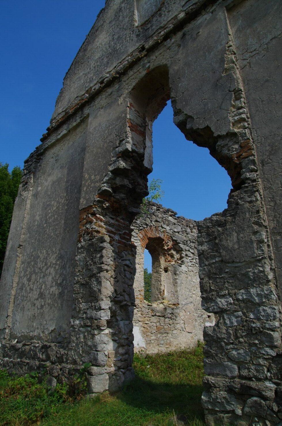 Huta Różaniecka - wejście główne do świątyni