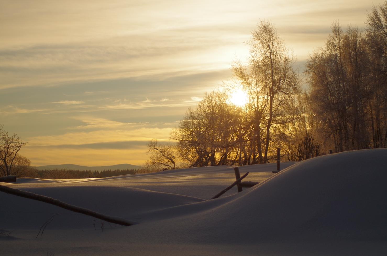 Klimat Kotliny - wschód słońca zimą