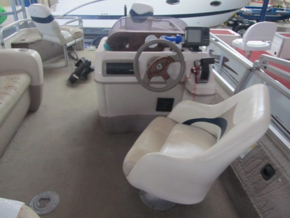 Captains Chair on a pontoon boat at Ky All Boats Service Ceneter
