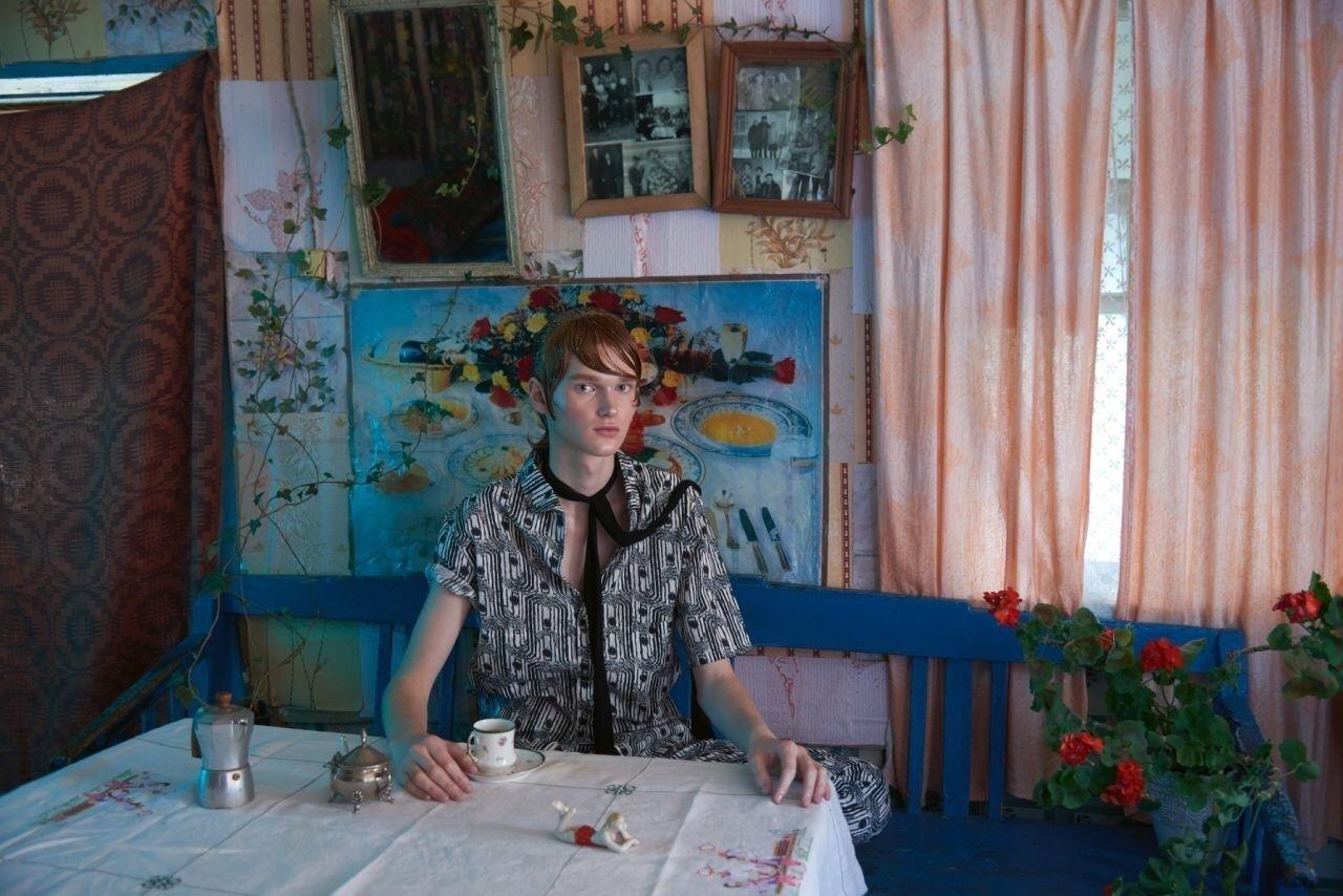 shooting fashion dans un village biélorusse dans Elléments magazine