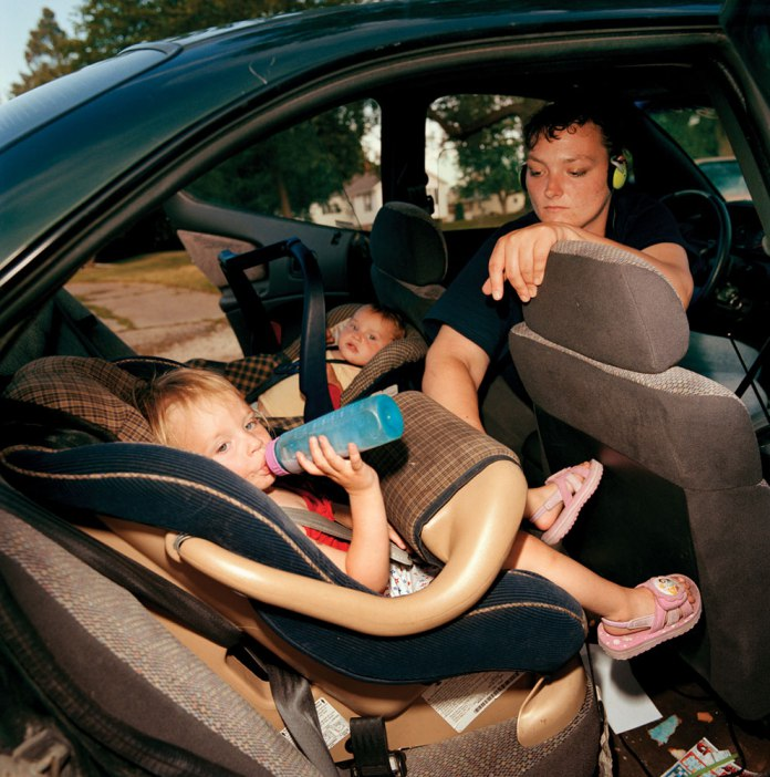 amber-and-her-girls-are-living-in-her-car_chris-verene