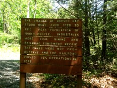 Sign at the intersection with the Stony Creek Rail Trail