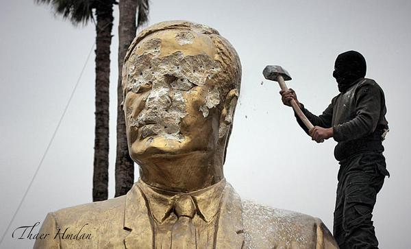 Statue of Hafez al-Assad defaced after Idlib City falls, March 29, 2015