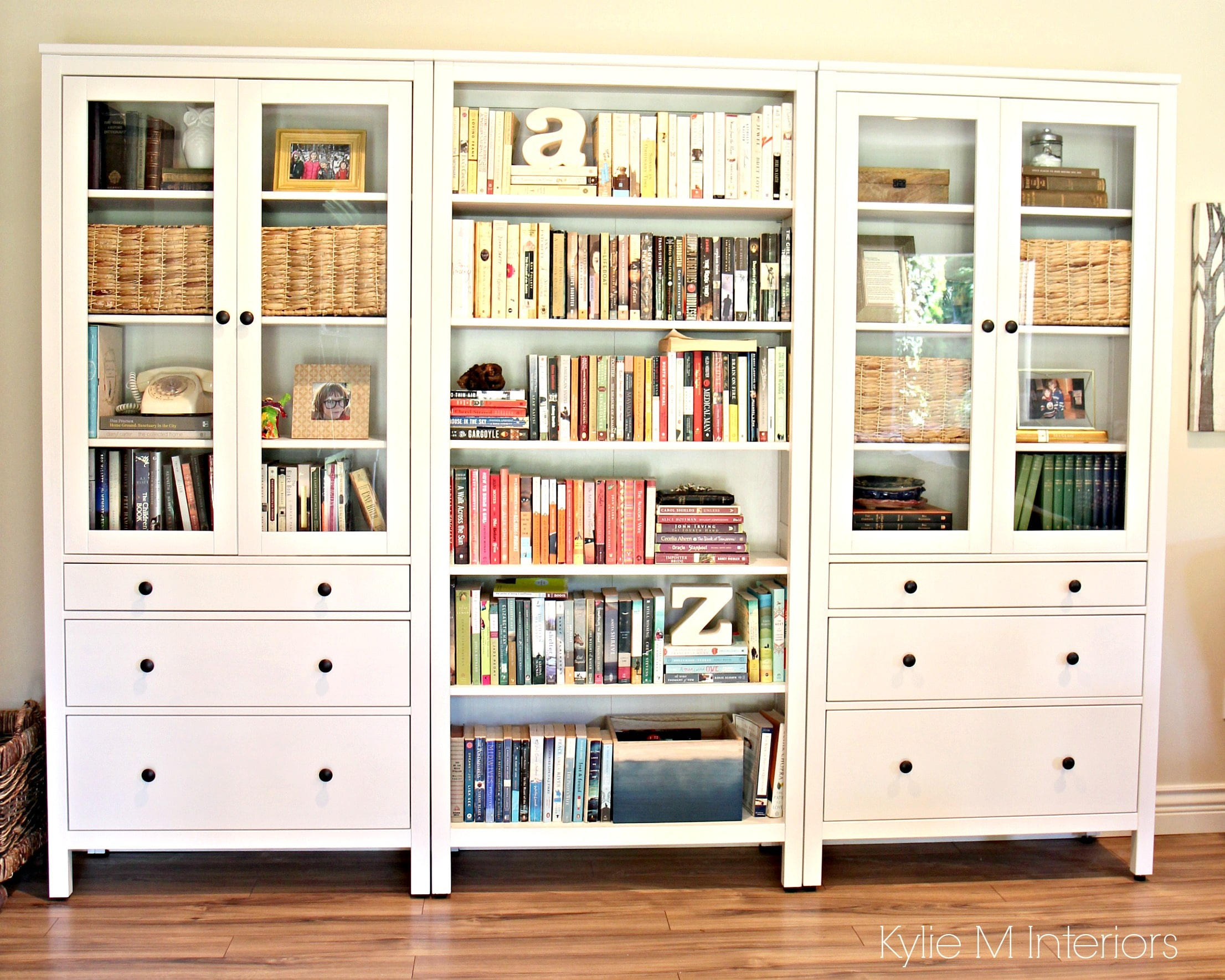 Ikea Hemnes Schuhbank Ikea Hemnes Bookcase With Colour Coordinated Books In