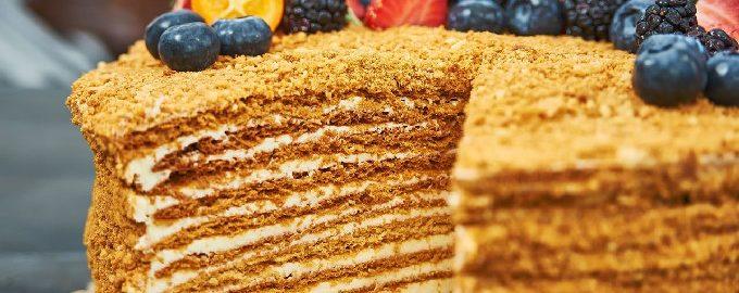 Klassischer Kuchen Medovik - 10 einfache Rezepte Schritt für Schritt mit Fotos