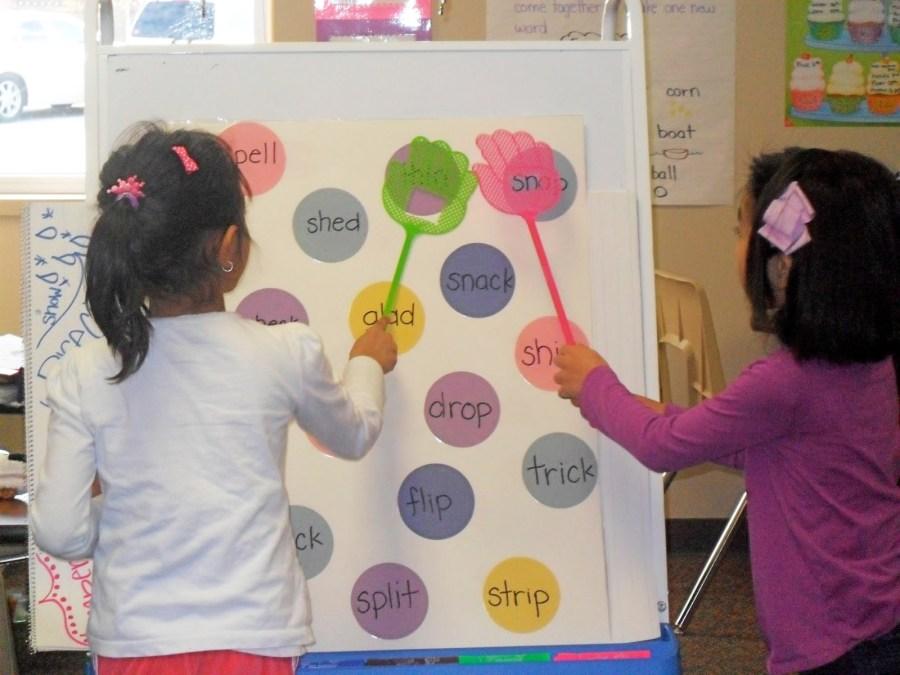 Trò chơi đập bảng giúp tăng phản xạ nhanh nhẹn của bé với từ vựng tiếng