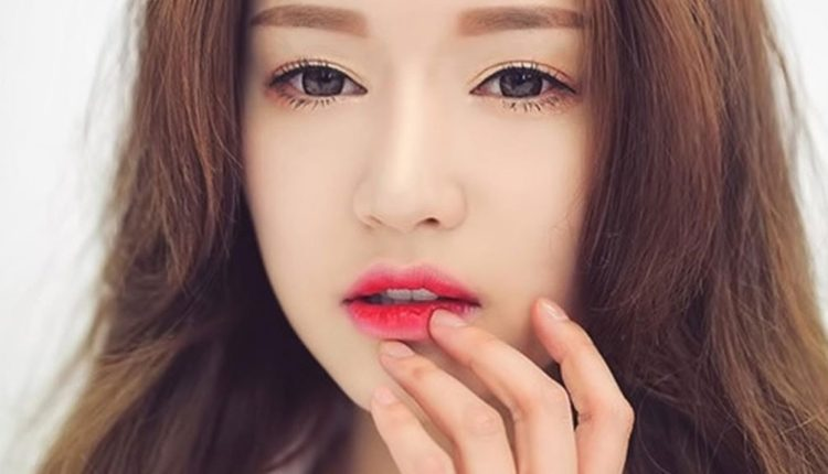 Son môi phớt hồng mang lại nét đẹp tự nhiên quyến rũ cho cô gái