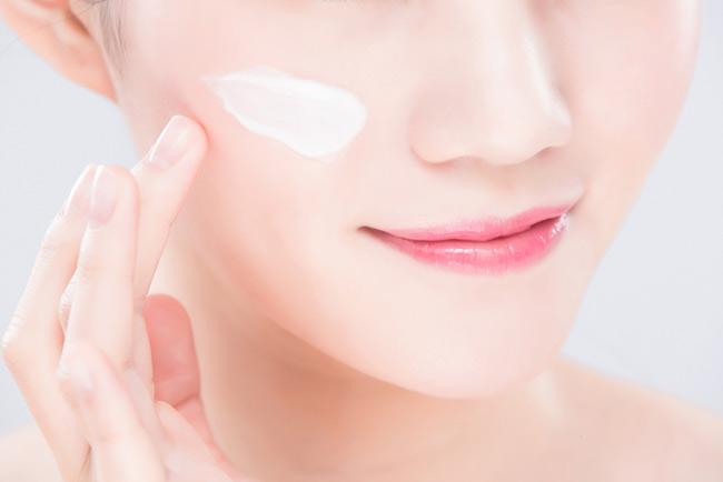 Kem khóa ẩm cung cấp độ ẩm thích hợp cho da
