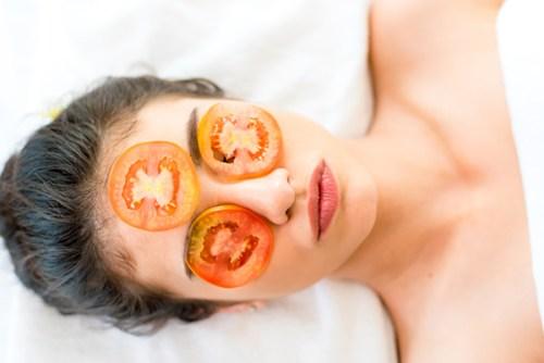 Mặt nạ cà chua trị mụn, giúp da trắng bật tông lâu dài