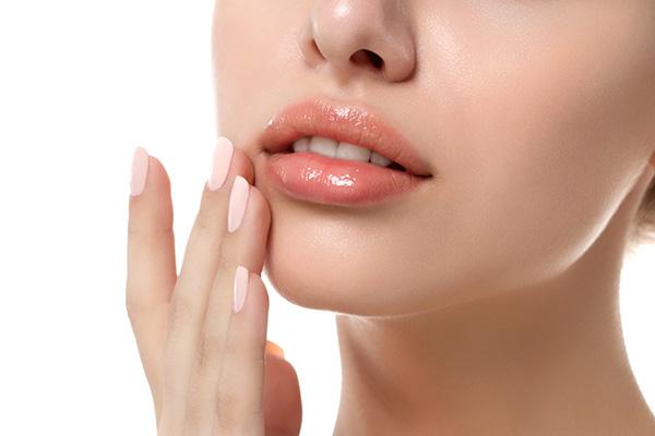 Tẩy da chết môi đúng cách để sở hữu bờ môi căng mọng