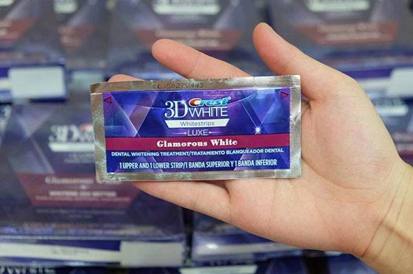Crest 3D White bào gồm nhiều bao nhỏ tiện lợi cho mỗi lần sử dụng
