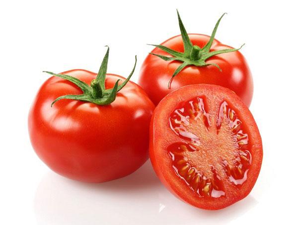 Cà chua chín dưỡng da, trị mụn hiệu quả