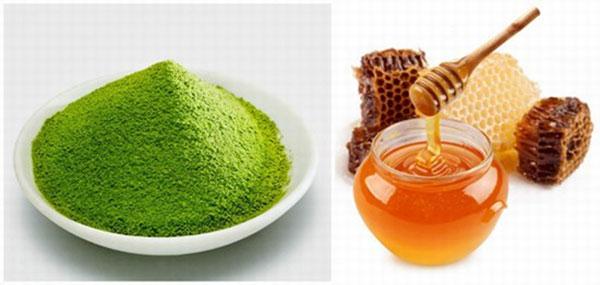 Bột trà xanh và mật ong là sự kết hợp hoàn hảo để đánh bay các vết nám