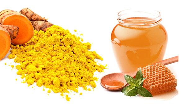 Tinh bột nghệ mật ong trị mụn ở mép môi hiệu quả