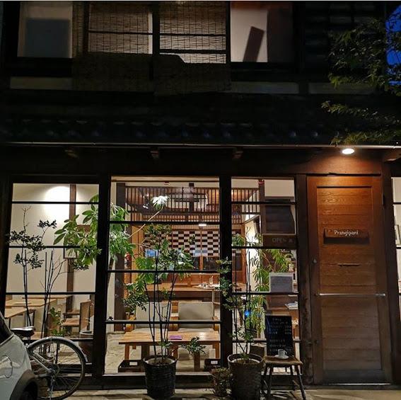 【映画『マザーウォーター』のロケ地!小林聡美さんが演じるせつこさんのバーに使用されたカフェ】喫茶フランジパニ