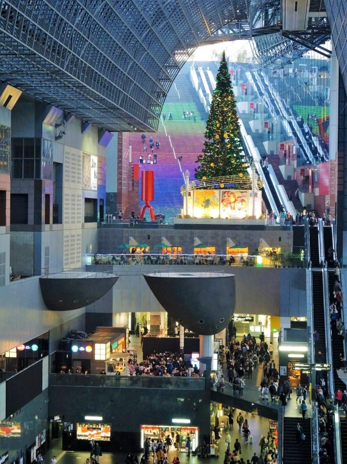京都駅・大階段・クリスマスツリー