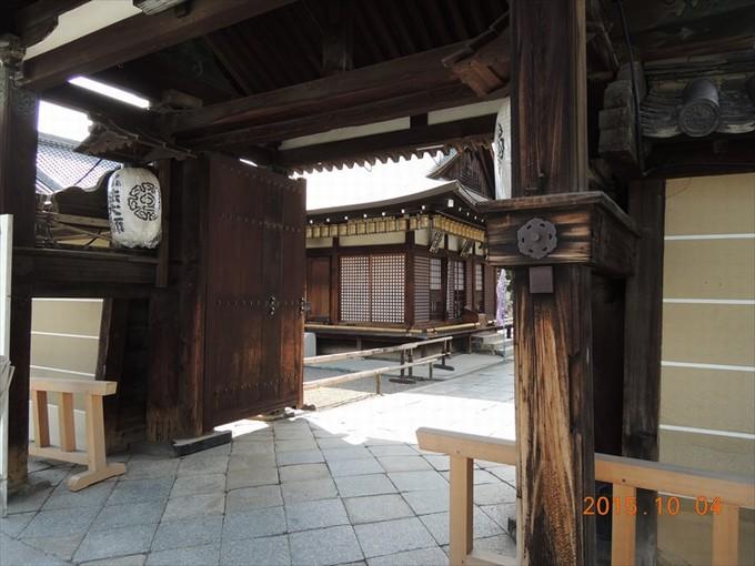 26毘沙門堂の門2