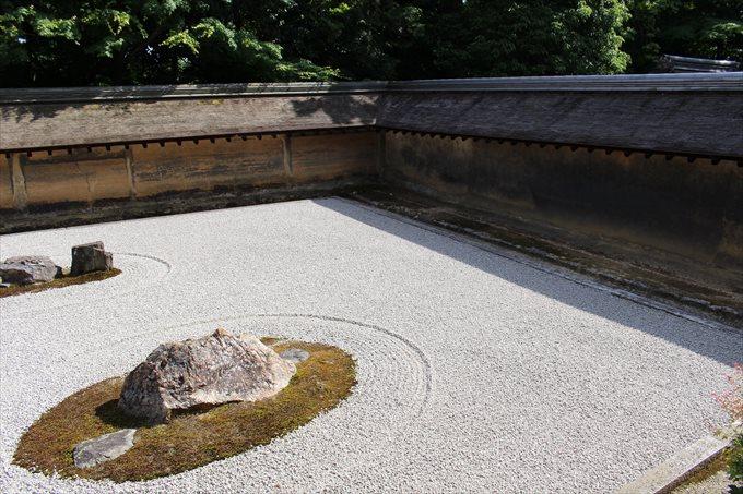 27龍安寺石庭の油土塀