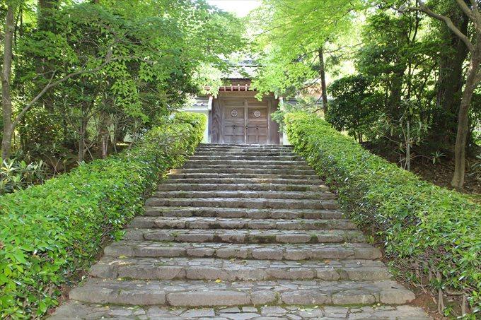 42仏殿への門