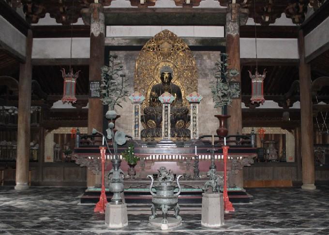 16仏殿内部