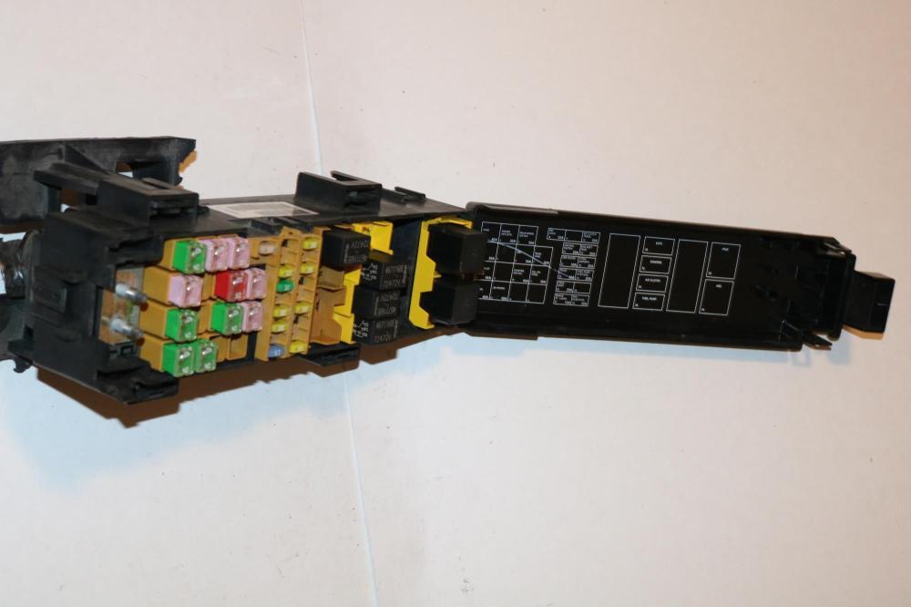medium resolution of 07 08 jeep grand cherokee 4wd srt 8 cyl 6 1l relay fuse box block panel 3798
