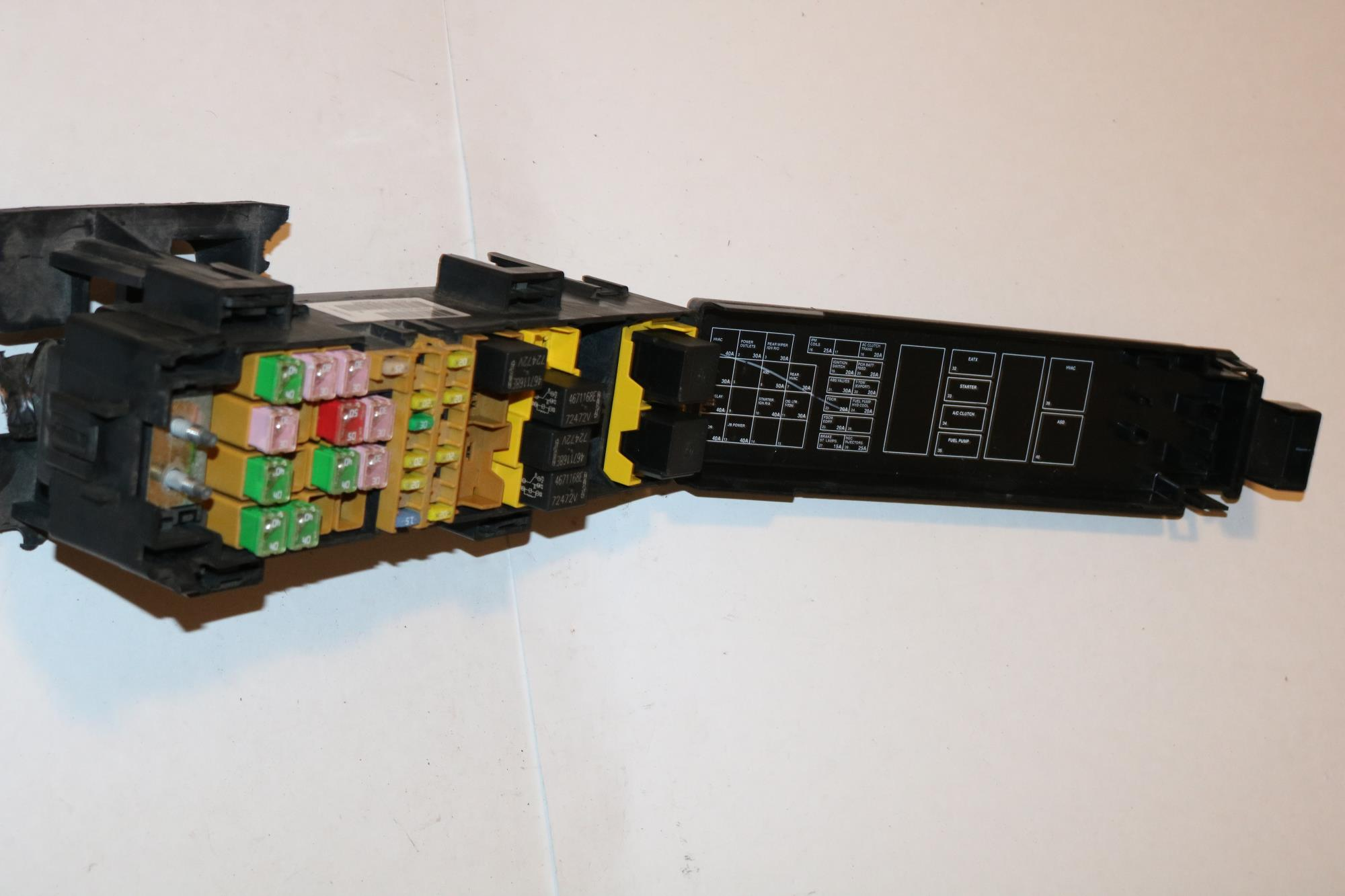 hight resolution of 07 08 jeep grand cherokee 4wd srt 8 cyl 6 1l relay fuse box block panel 3798