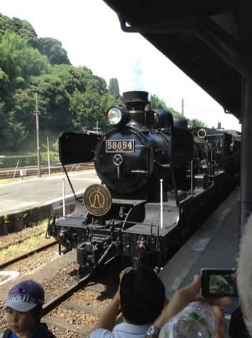 58654號蒸汽機車,本身的是1922年製造。1975年一次廃車(但未除籍)後改造復元,在日本現在也可以運行最老的蒸汽機車。