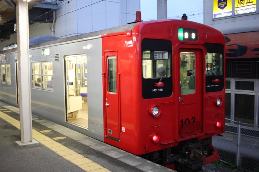 前往唐津的列車來了。