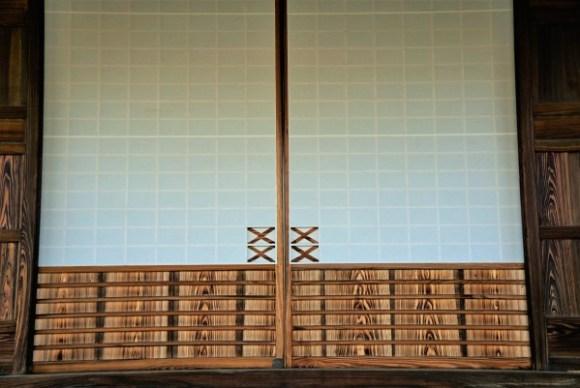 川越 お寺の障子 2