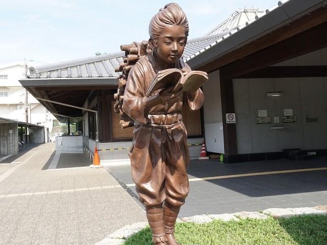 掛川図書館 二宮尊徳