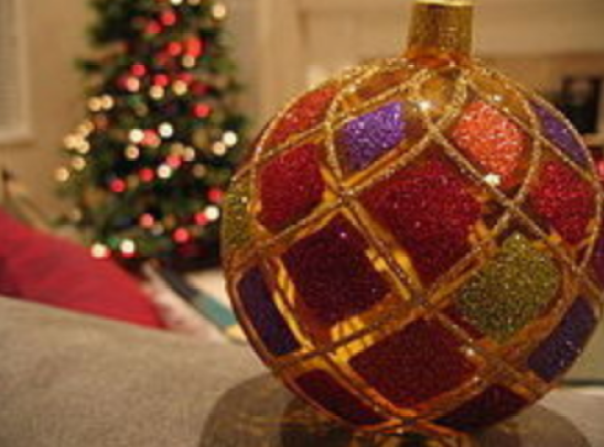 best christmas party games that cost nothing: bauble game