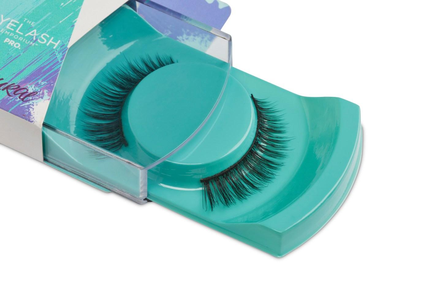 false eyelashes selection