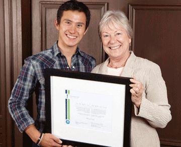 Le patineur Patrick Chan et la présidente du Français pour l'avenir, Helen Coltrinari.