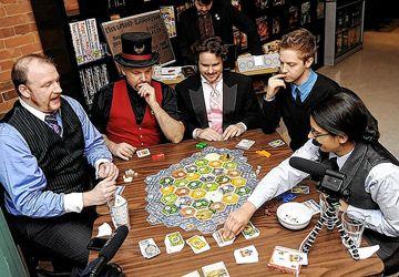 Le café Snake and Lattes est le repaire des amateurs de jeux de société. Photo: Sean Jacquemain