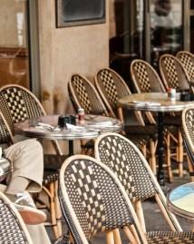 Humeurs de Paris Chaises café Josée Noiseux.jpeg