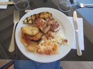 Poissons et légumes grillés au restaurant cen.jpeg