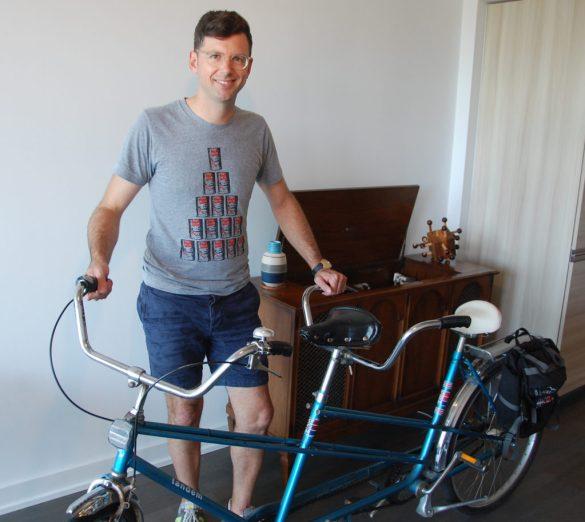 Frédéric Choinière dans son appartement torontois qu'il commence à équiper 100% canadien.