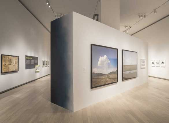 L'expo «The Edge of the Earth: Climate Change in Photography and Video», 2016 © Riley Snelling, Ryerson Image Centre.