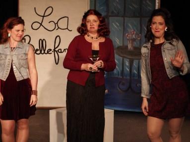 Véronic Tremblay (une belle-soeur), Line Boily (la belle-mère), Kim Desrochers (une autre belle-soeur). (Photo: Ron Giddings)