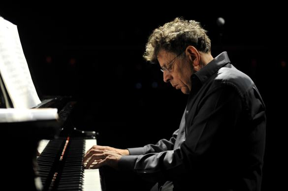 Philip Glass au piano (Photo: Fernando Aceves)