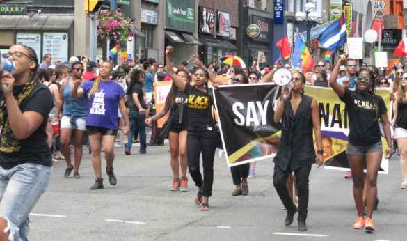 Black Lives Matter à la parade gaie.