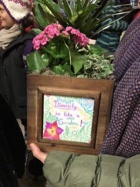 Des fleurs pour la mosquée. (Photo: CSViamonde)