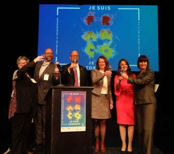 Un toast à la francophonie : Lise Marie Baudry, Louis-Michel Taillefer, Larry Ostola, Nicole Lemieux, Marjorie April, Marie-France Lalonde.