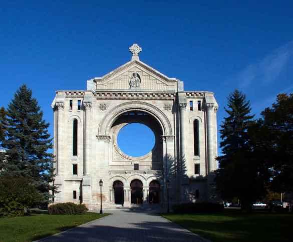L'architecture, en particulier la cathédrale de Saint-Boniface, fascine Marière LaFlèche. (Photo: Tourisme Riel)