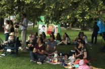 Une centaine de Français ont pique-niqué au parc Dufferin Grove.