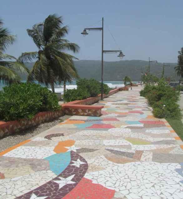 La promenade du bord de mer de Jacmel.