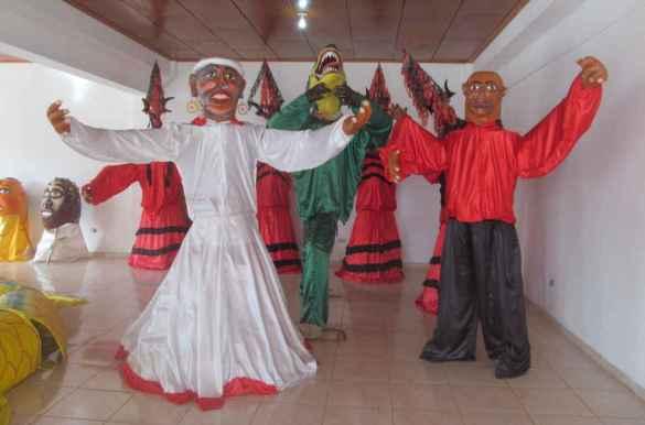 Personnages mythiques au Centre d'interprétation du Carnaval de Jacmel.